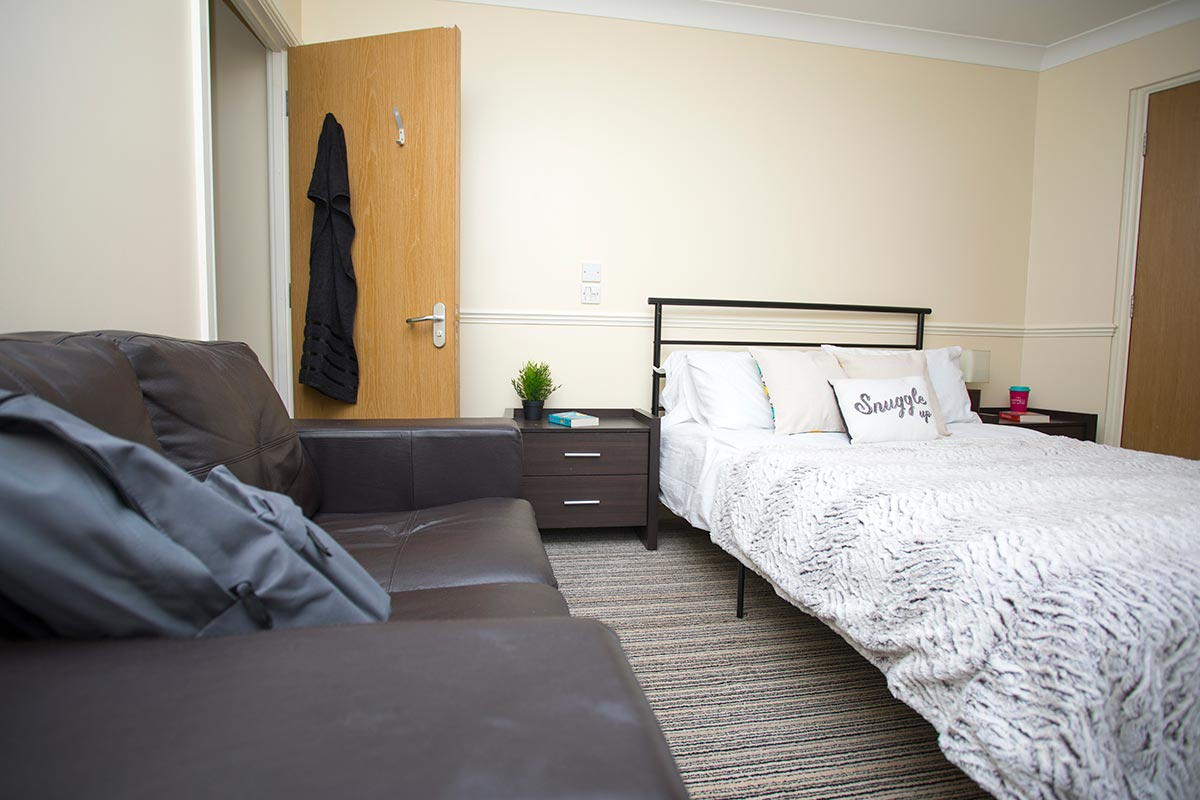 Truro-Court-Sheffield-Bedroom-Unilodgers