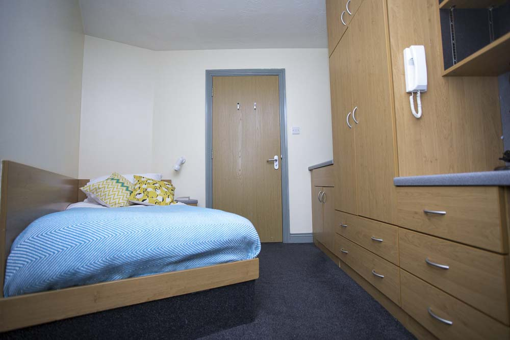 Truro-Court-Sheffield-Classic-Room-Unilodgers