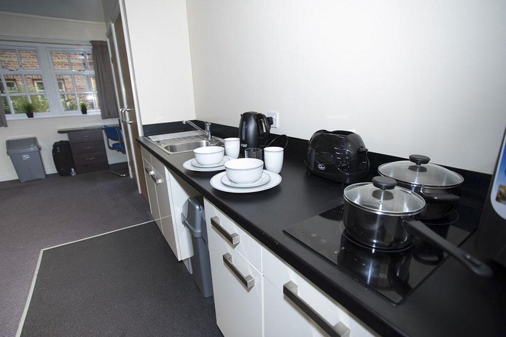 Truro-Works-Sheffield-Kitchen-Unilodgers