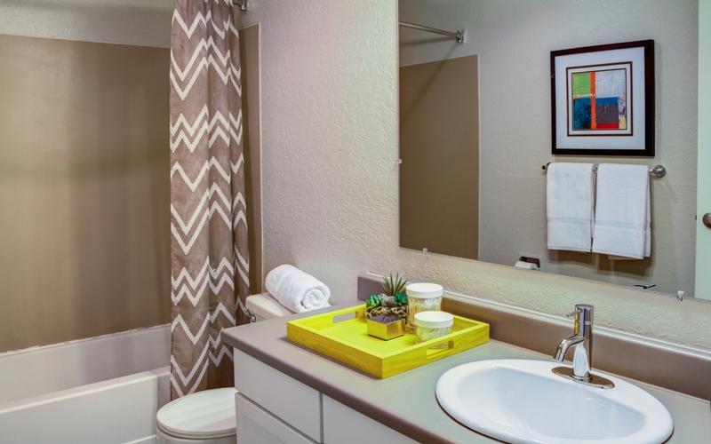 UDistrict-Kelsey-Seattle-WA-Bathroom-Unilodgers