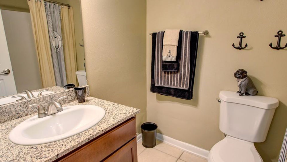 ULake-Apartments-Tampa-FL-Bathroom-Unilodgers