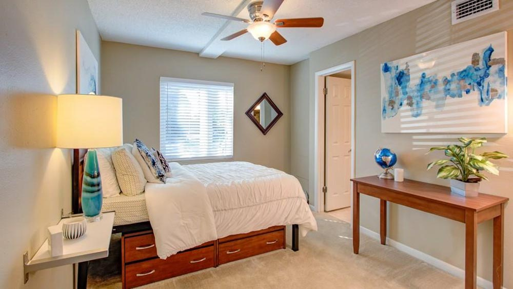 ULake-Apartments-Tampa-FL-Bedroom-Unilodgers
