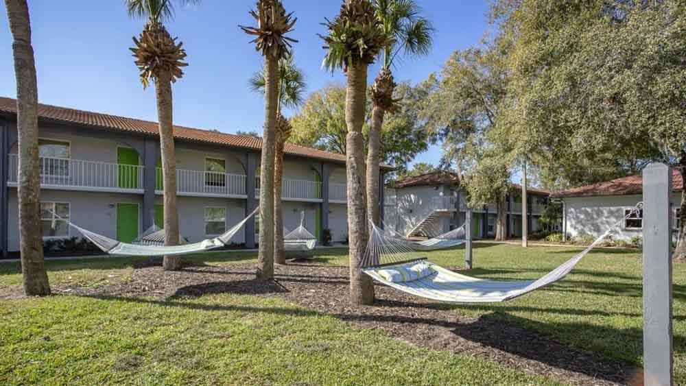 ULake-Apartments-Tampa-FL-Hammock-Garden-Unilodgers