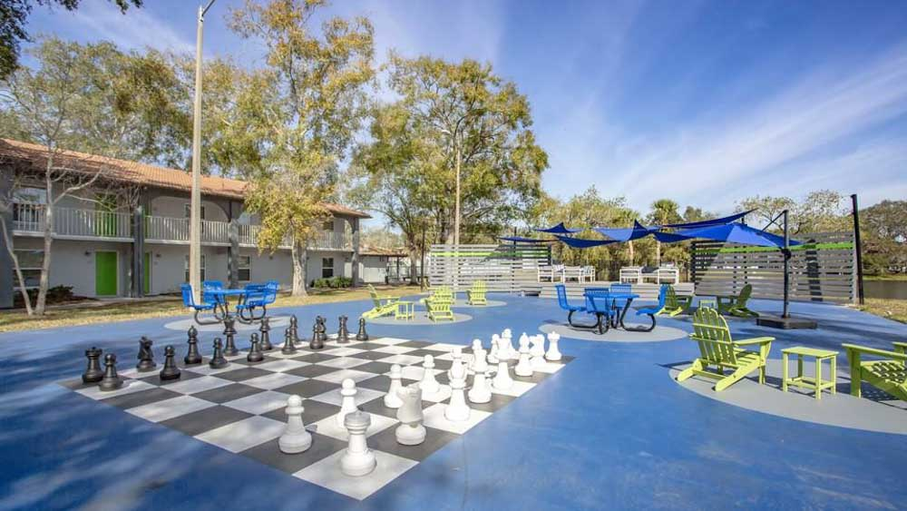 ULake-Apartments-Tampa-FL-Outdoor-Courtyard-Unilodgers