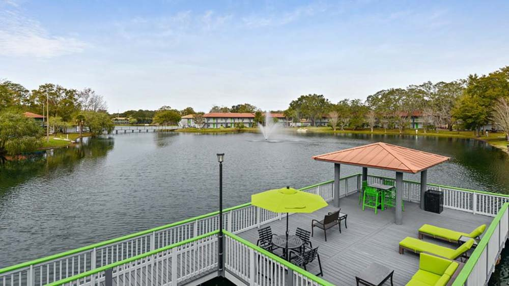 ULake-Apartments-Tampa-FL-Rooftop-Area-Unilodgers