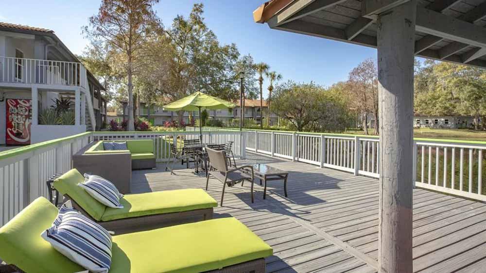 ULake-Apartments-Tampa-FL-Sun-Deck-Unilodgers