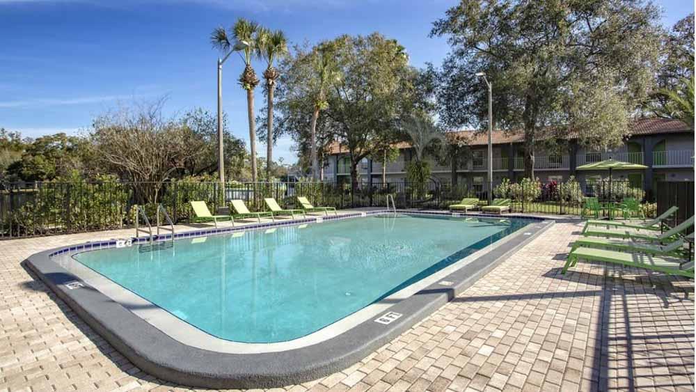 ULake-Apartments-Tampa-FL-Swimming-Pool-Unilodgers
