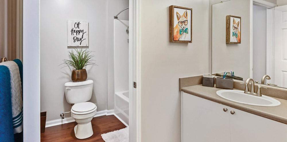 University-Courtyard-Athens-OH-Bathroom-Unilodgers