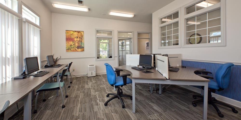 University-Courtyard-Newark-DE-Computer-Lounge-Unilodgers