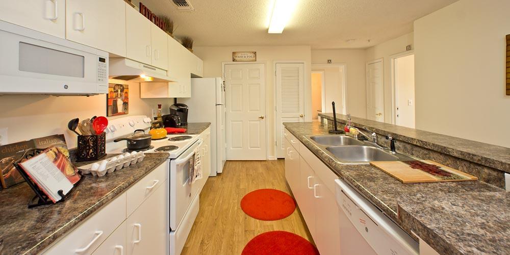 University-Courtyard-Newark-DE-Kitchen-Unilodgers
