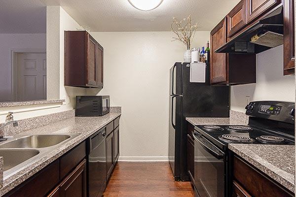 University-Estates-At-Austin-TX-Kitchen-1-Unilodgers