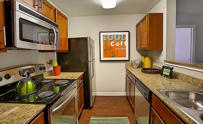 University-Estates-At-Austin-TX-Kitchen-Unilodgers
