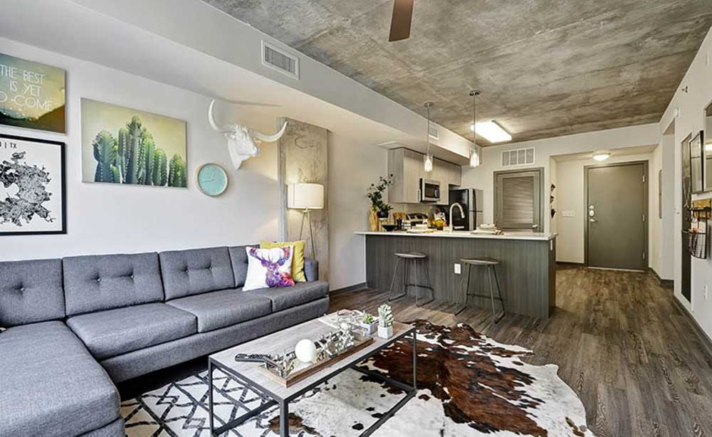 University-House-Austin-TX-Living-Area-With-TV-Unilodgers