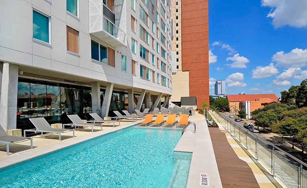 University-House-Austin-TX-Swimming-Pool-Unilodgers
