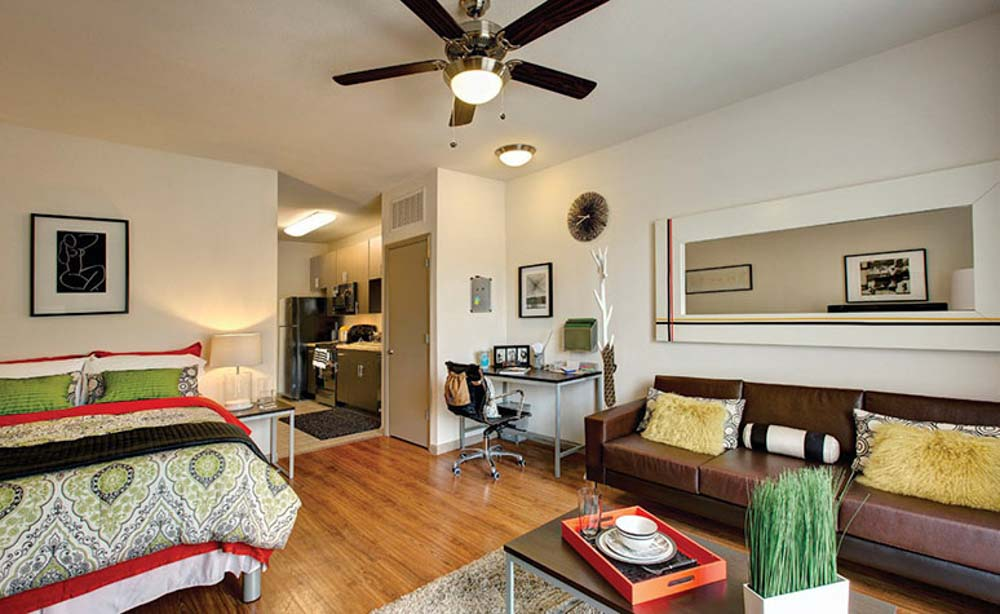 University-House-Central-Orlando-Florida-FL-Bedroom-With-Living-Area-Unilodgers