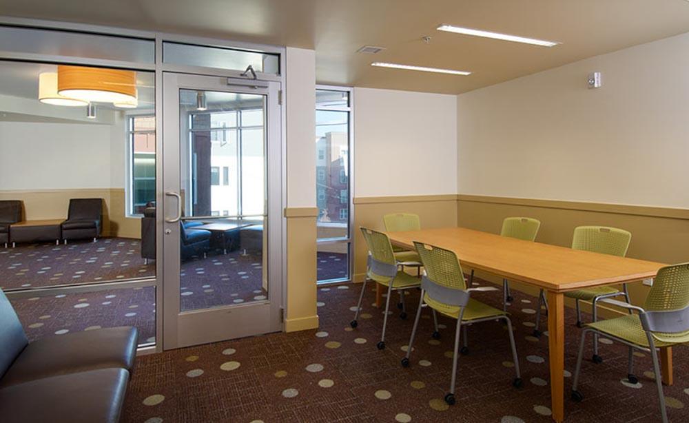 University-House-Denver-CO-Conference-Room-Unilodgers