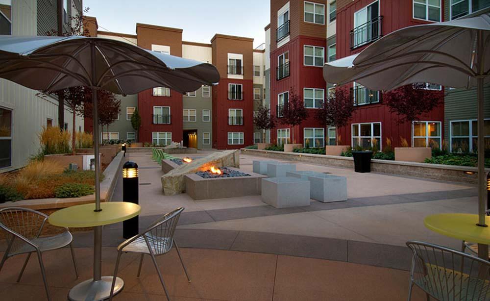 University-House-Denver-CO-Fire-Pit-Unilodgers