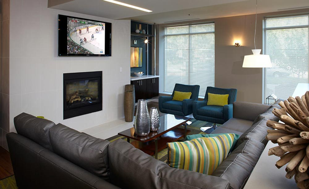 University-House-Denver-CO-Living-Area-With-TV-Unilodgers
