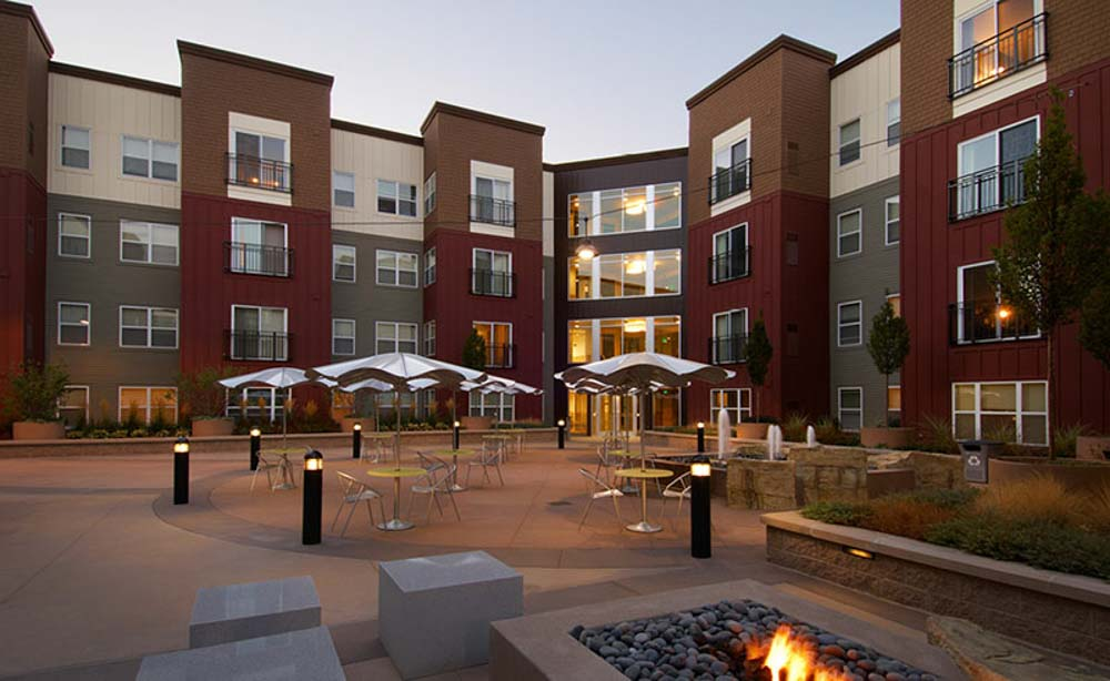 University-House-Denver-CO-Outdoor-Courtyard-Unilodgers