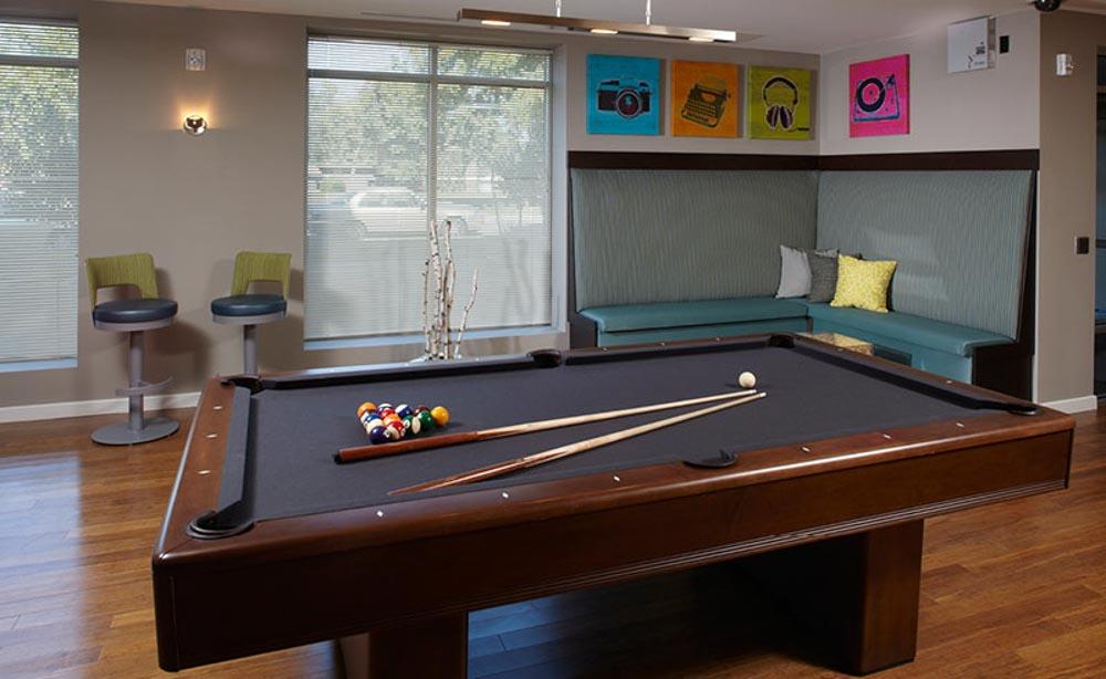 University-House-Denver-CO-Pool-Table-Unilodgers
