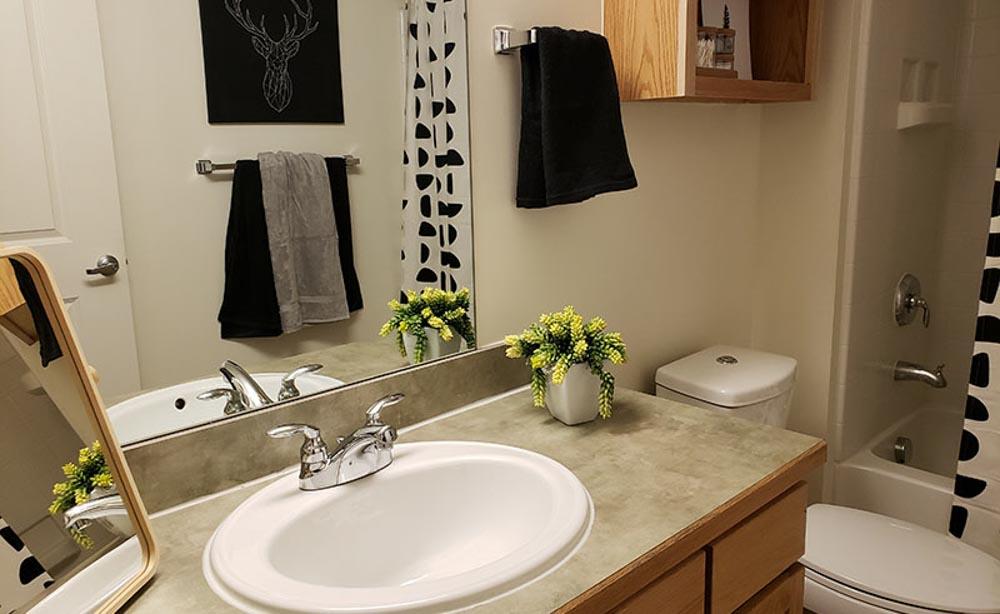 University-House-Denver-CO-Washroom-Unilodgers