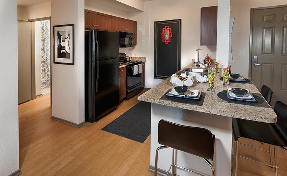 University-House-Fullerton-CA-Kitchen-With-Breakfast-Bar-Unilodgers