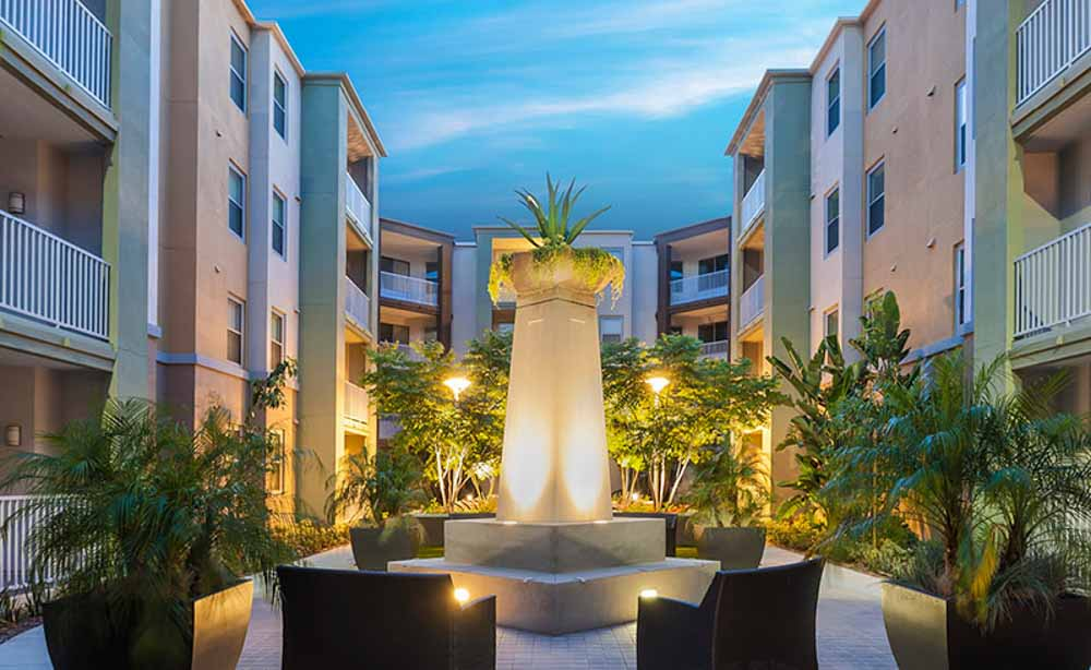 University-House-Fullerton-CA-Outdoor-Courtyard-Unilodgers