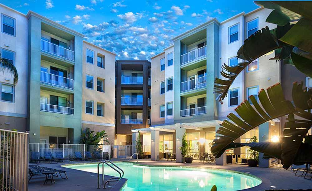 University-House-Fullerton-CA-Swimming-Pool-2-Unilodgers