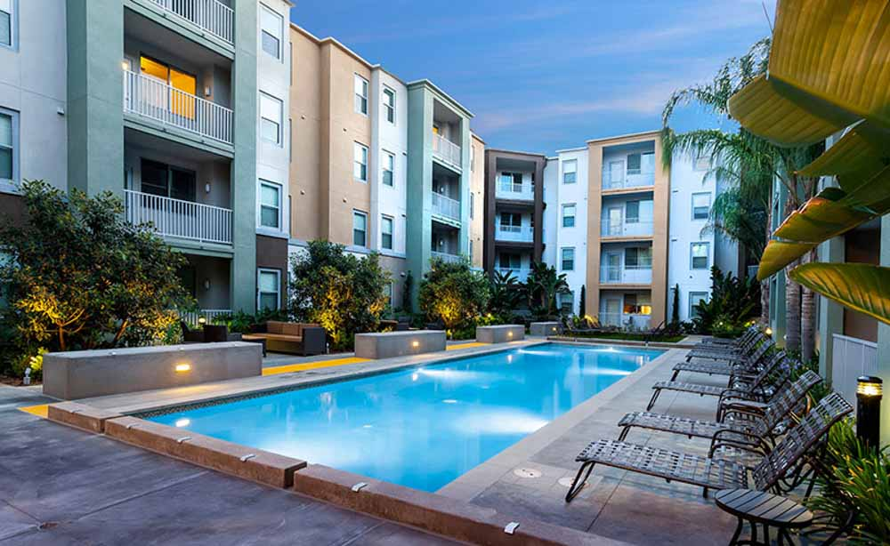 University-House-Fullerton-CA-Swimming-Pool-Unilodgers