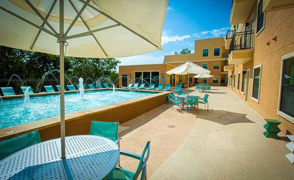 University-House-TCU-Fort-Worth-TX-Sun-Deck-Unilodgers