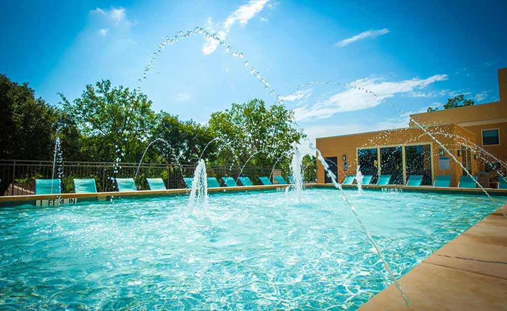 University-House-TCU-Fort-Worth-TX-Swimming-Pool-Unilodgers