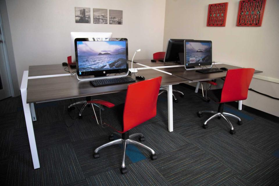 University-Lofts-Binghamton-Computer-Room-Unilodgers