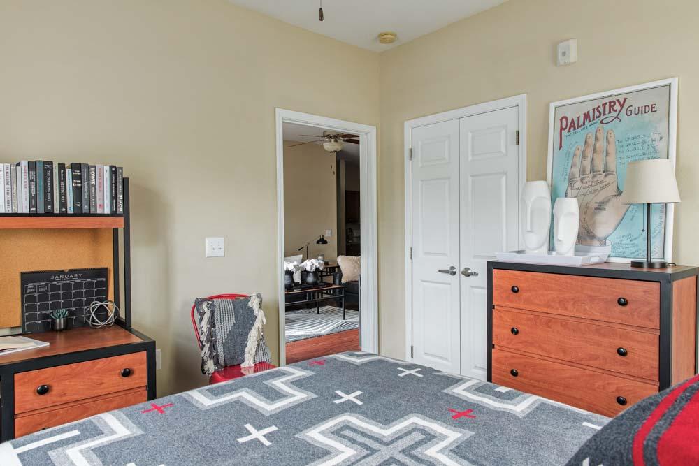 University-Village-Greensboro-NC-Bedroom-Unilodgers