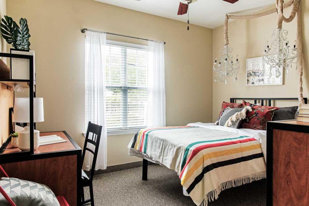 University-Village-Greensboro-NC-Bedroom1-Unilodgers