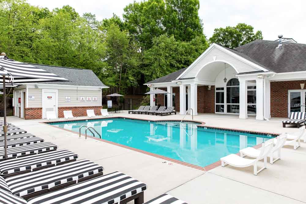 University-Village-Greensboro-NC-Swimming-Pool-Unilodgers
