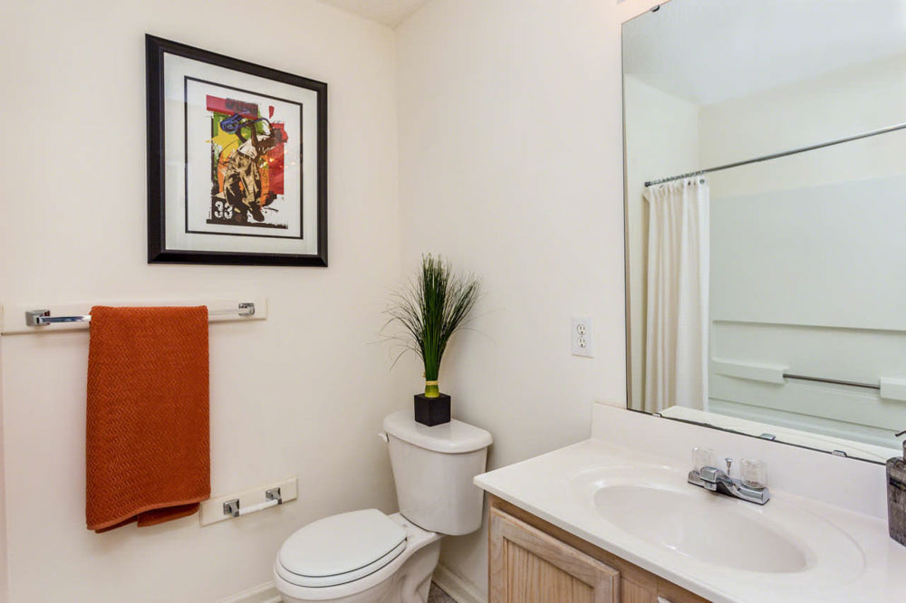 University-Woods-Raleigh-NC-Bathroom-Unilodgers