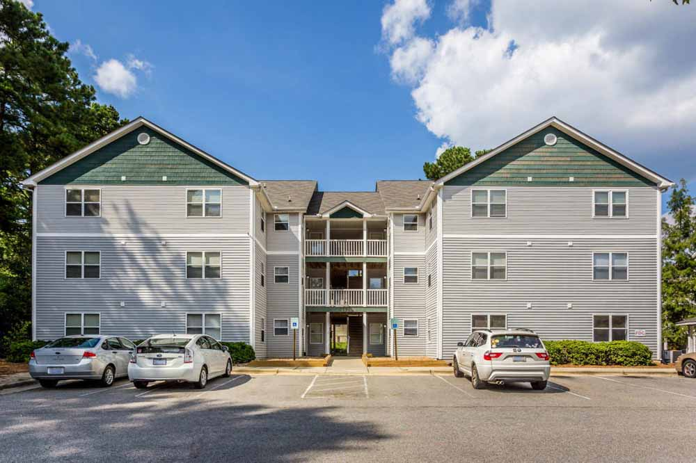 University-Woods-Raleigh-NC-Exterior-With-Car-Parking-Unilodgers