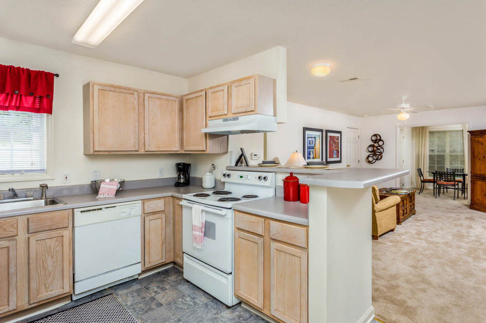 University-Woods-Raleigh-NC-Kitchen-Unilodgers