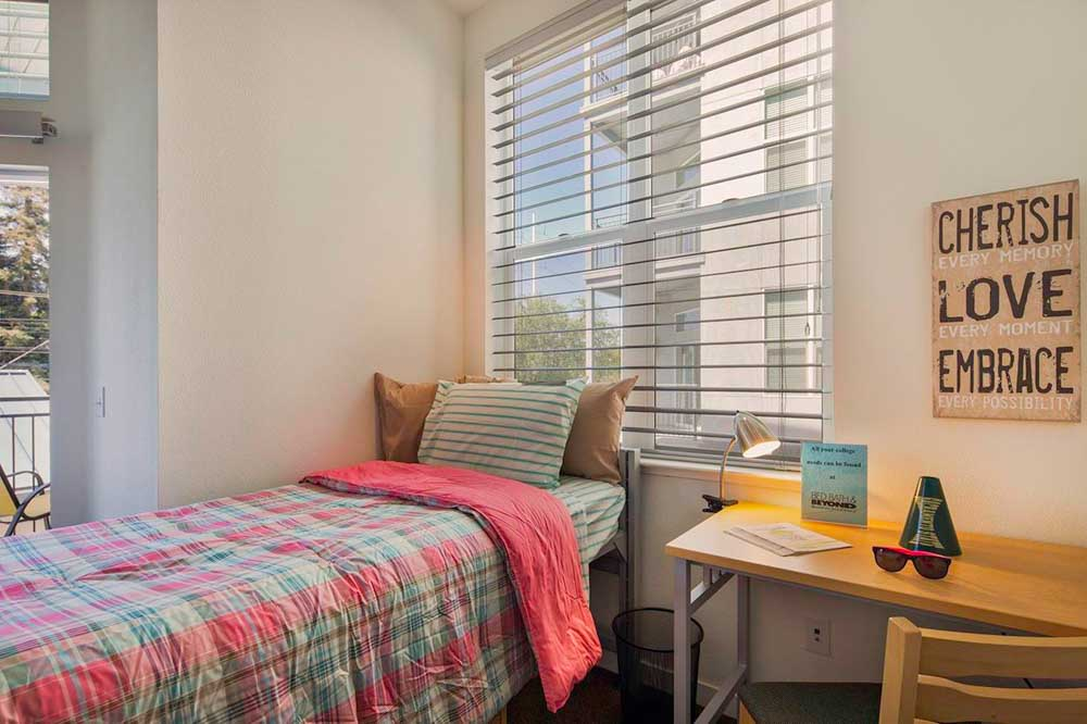 Upper-Eastside-Lofts-Sacramento-CA-Bedroom-2-Unilodgers