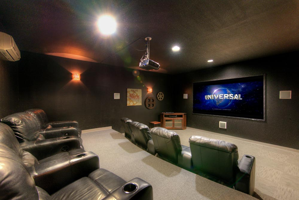 Uptown-East-Valparaiso-IN-Theater-Room-Unilodgers