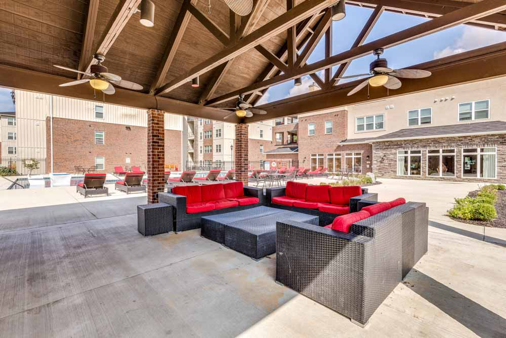 Varsity-House-Muncie-IN-Outdoor-Courtyard-Unilodgers