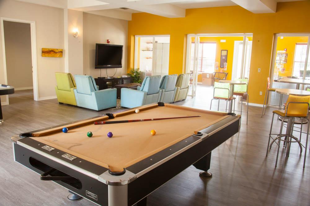 Veranda-Place-Edinburg-TX-Common-Room-With-Pool-Table-Unilodgers