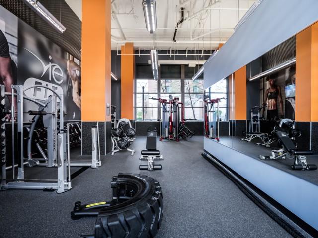 Vie-At-University-Towers-Hyattsville-MD-Gym-Unilodgers