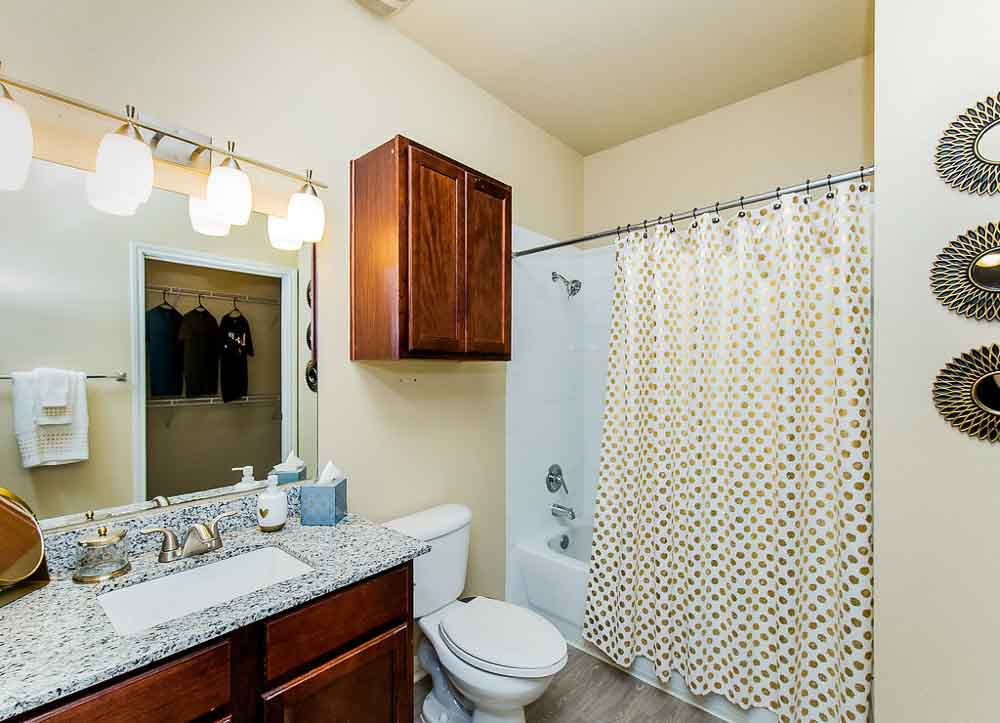 Villagio-San-Marcos-TX-Bathroom-1-Unilodgers