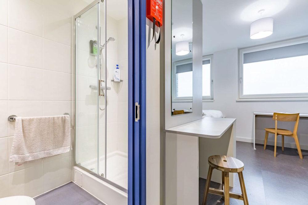 Vouge-Studios-Brington-Bathroom-Unilodgers