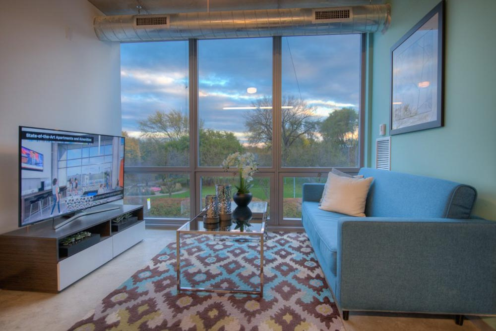 Vue53-Chicago-IL-Living-Area-With-TV-Unilodgers