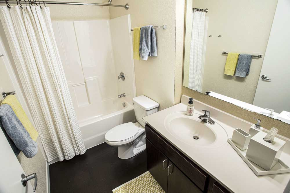 WaHu-Student-Living-Minneapolis-MN-Bathroom-Unilodgers