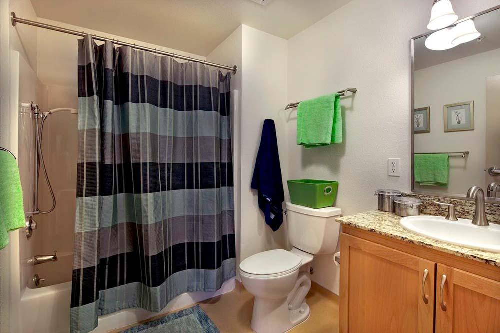 Wesley-House-Berkeley-CA-Bathroom-Unilodgers