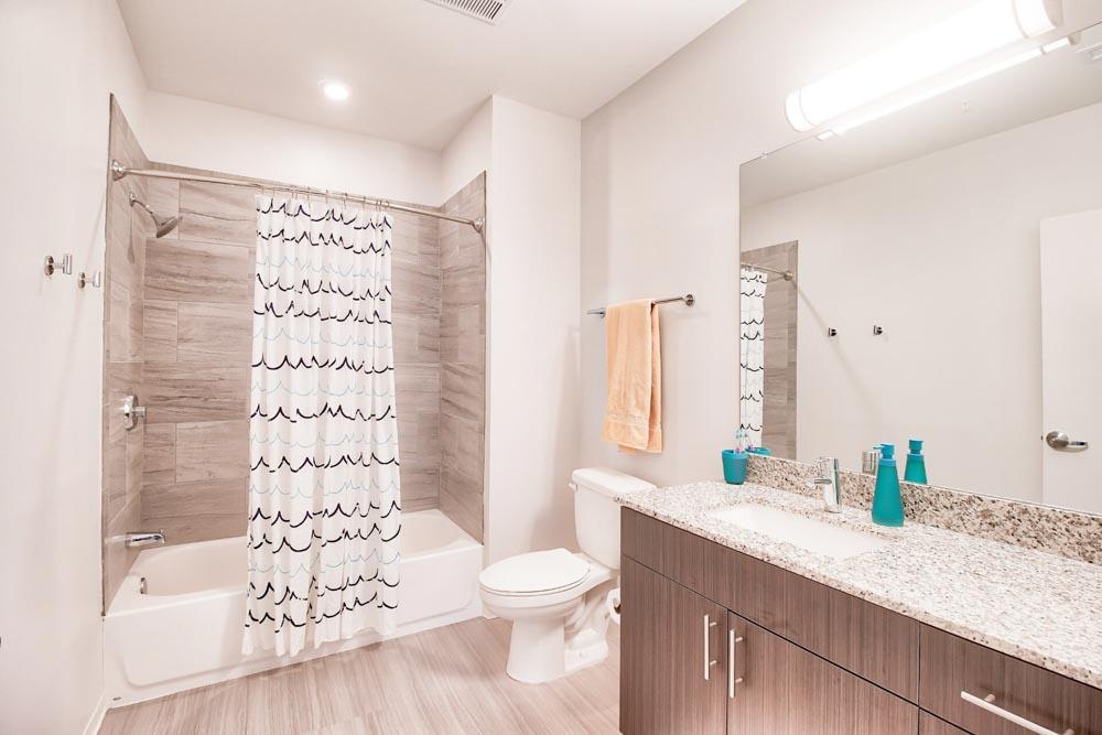 West-&-Wright-Auburn-AL-Bathroom-Unilodgers