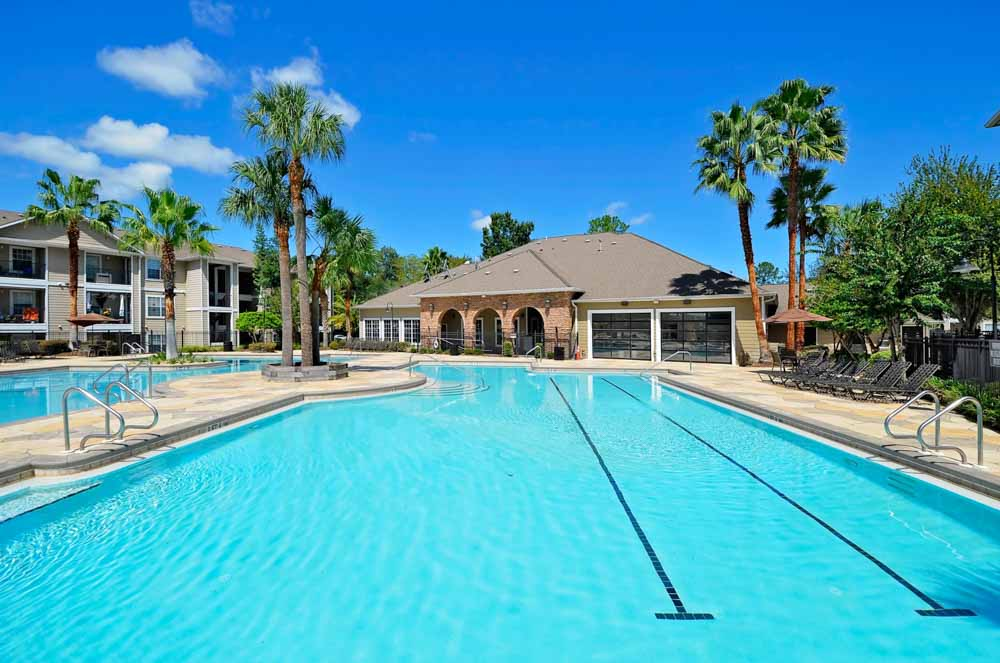 West-20-Gainesville-FL-Swimming-Pool-Unilodgers